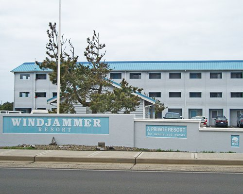 WINDJAMMER CONDOMINIUMS
