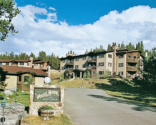 Woods Manor Condominiums