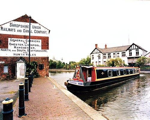Canalboat Club at Bl...