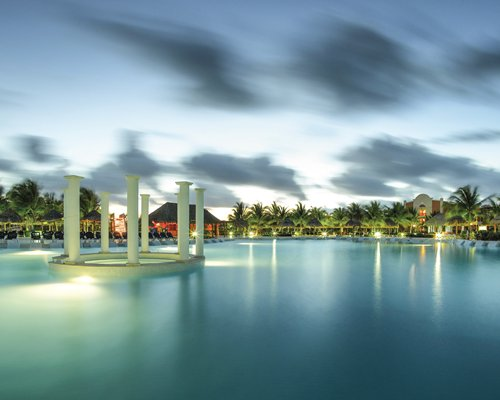 Grand Palladium Colonial Resort & Spa