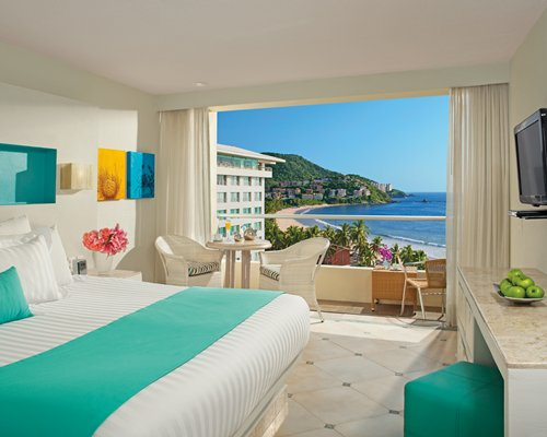 3 Night Sunscape Dorado Pacifico Ixtapa by UVC