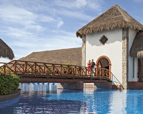 Now Sapphire Riviera Cancun by UVC-4 Nights