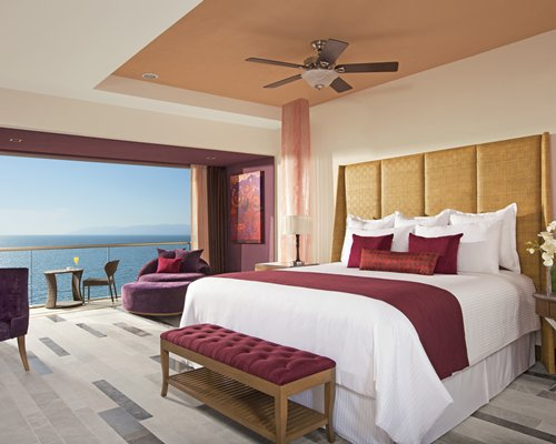 4 nightSECRETS VALLARTA BAY BY UVC