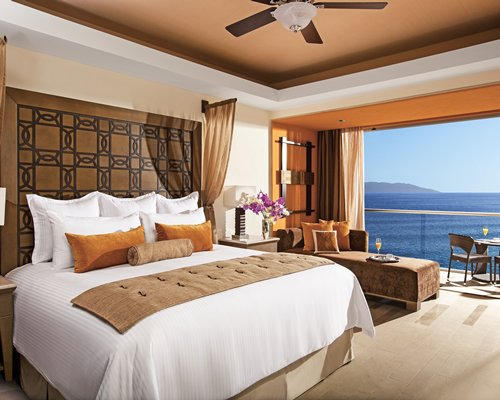 4 night NOW AMBER PUERTO VALLARTA by UVC