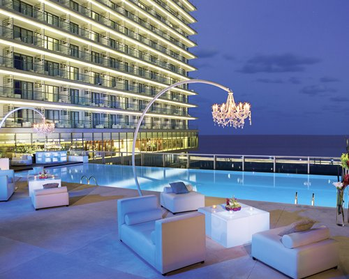3 nightSECRETS THE VINE CANCUN by UVC