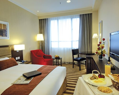 Metropark Hotel Kowloon Rental - 4 Nights
